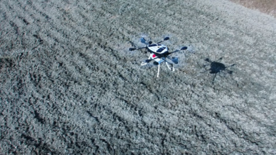自動飛行! YAMAHA 農用無人機靜岡縣農地投入噴灑作業示範