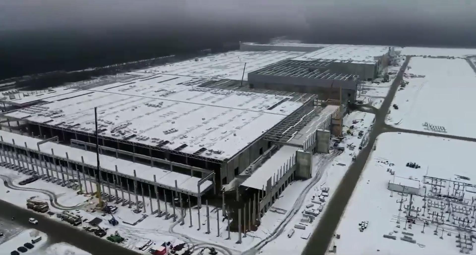 一片白茫茫! 全球首富 Elon Musk 分享柏林 Tesla 車廠航拍影片