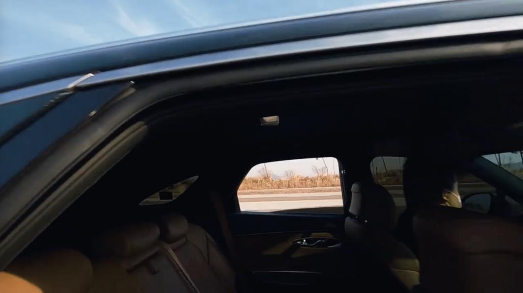 韓國FPV飛手影片 高速追逐休旅車展現穿越技巧