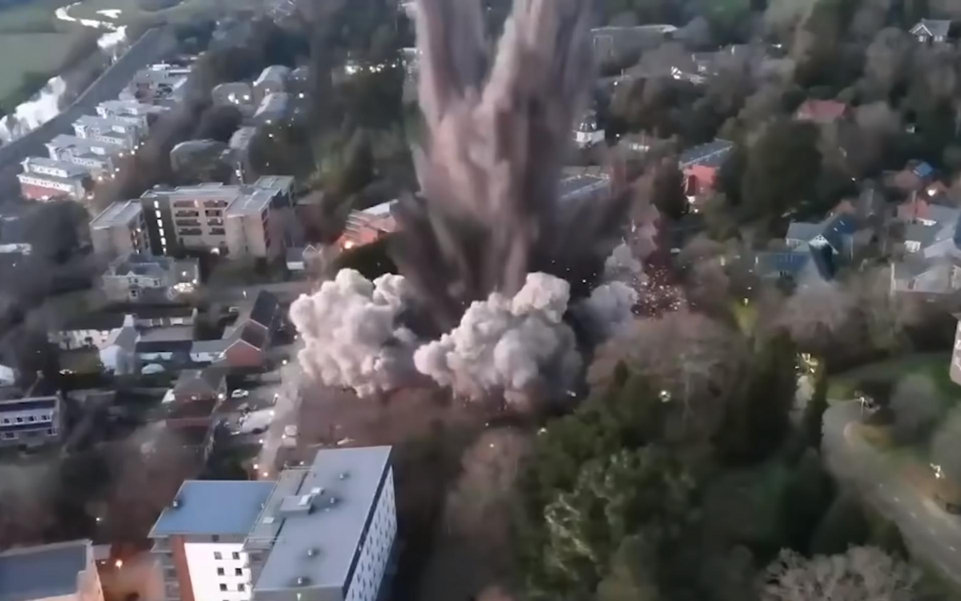 航拍直擊英國引爆千斤重二戰炸彈 多戶民居窗戶被震掉