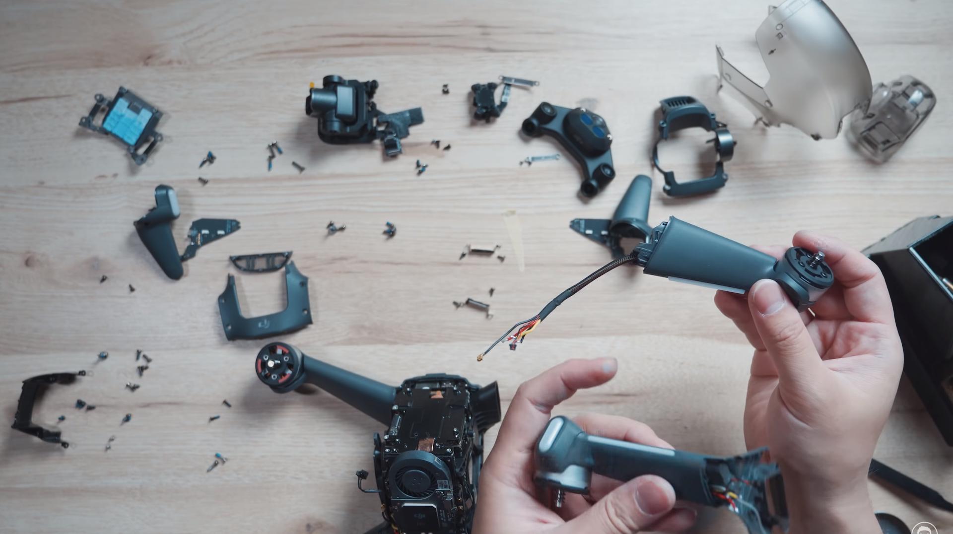 拆開 DJI FPV 無人機看看吧! 前臂、相機模組比想像中容易拆換