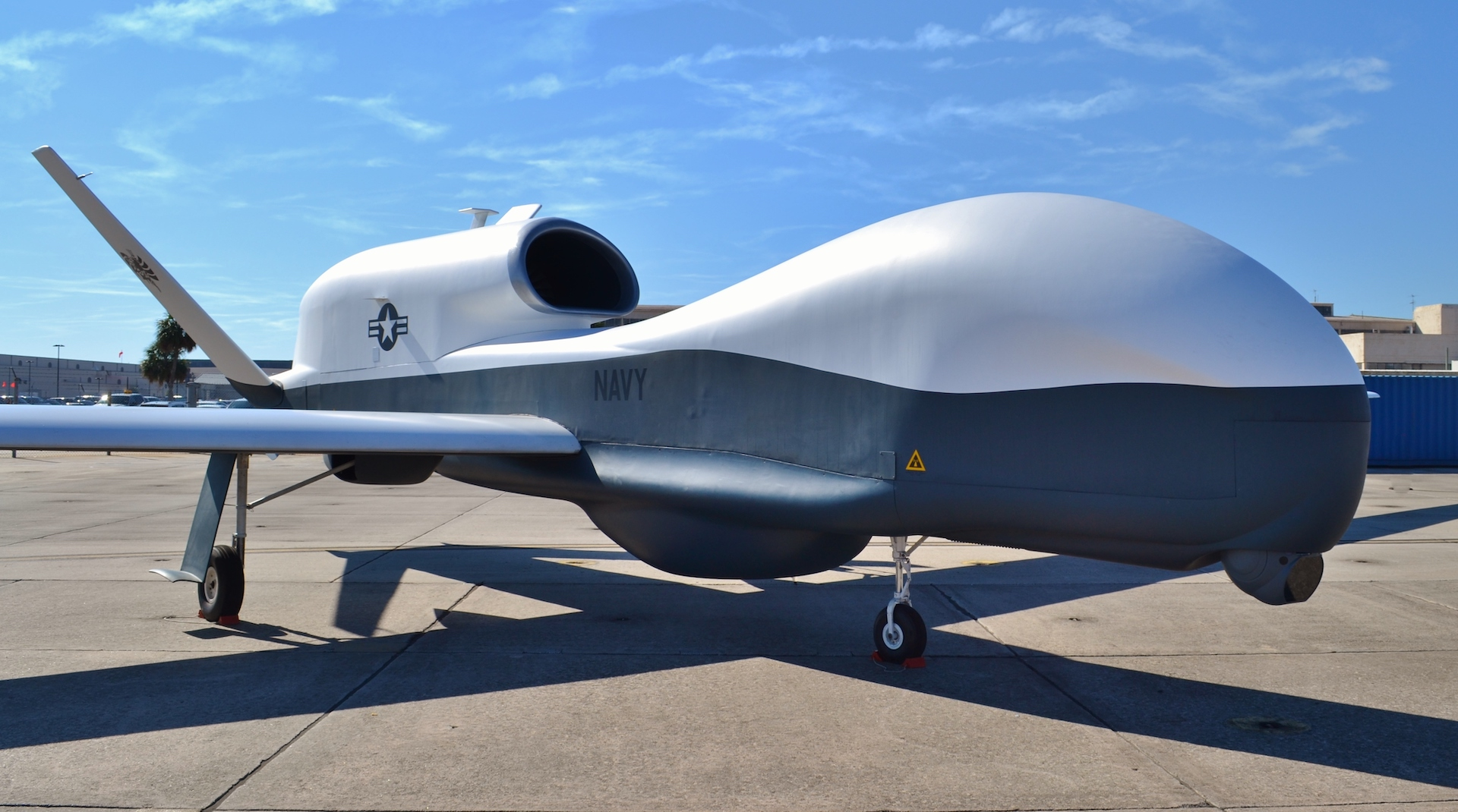 美軍兩 MQ-4C「海神」無人機抵日本青森 首次派駐日本部署