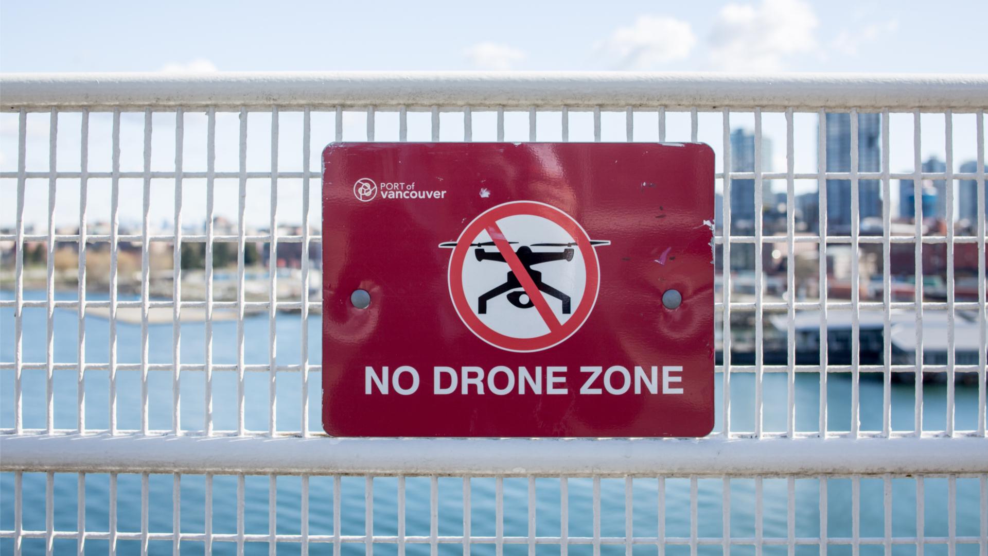 誤用無人機墮法網:日本大叔醉駕 澳隔離旅客運香煙 美青年航拍撞世貿