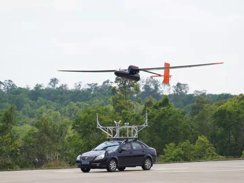 北航 00 後學生研製油動固定翼無人機 刷新續航時間世界紀錄